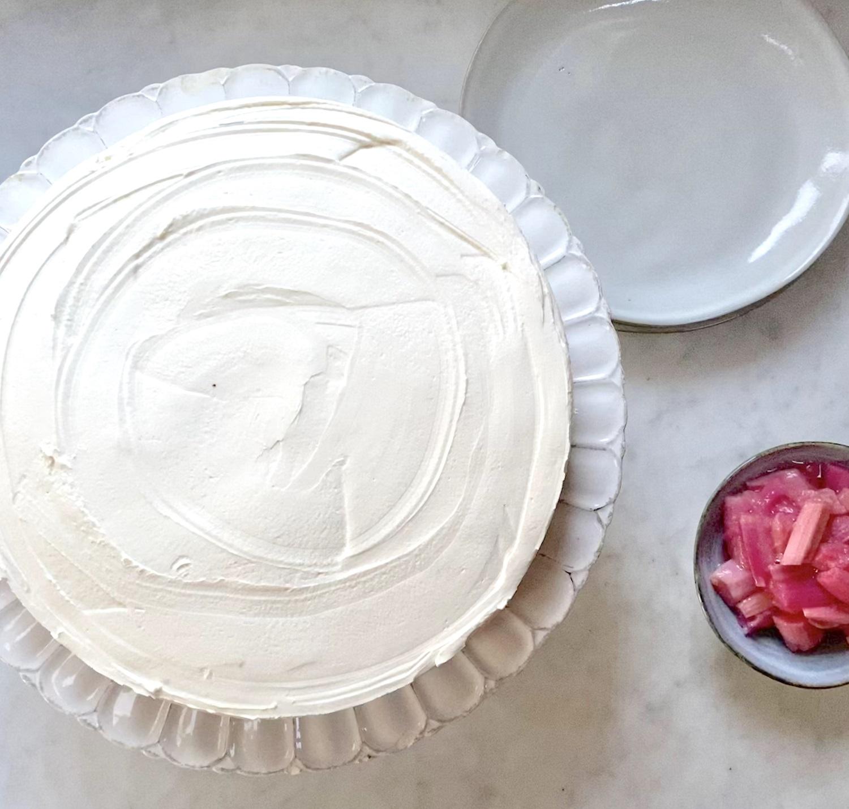 4-rhubarb-cheesecake-served