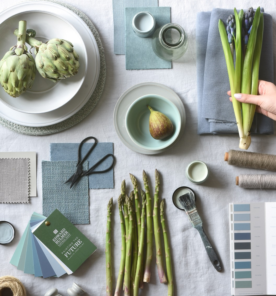 blue-mist-dining-hand