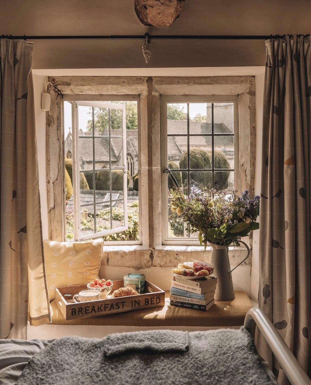 best-airbnb-honeysuckle-cottage