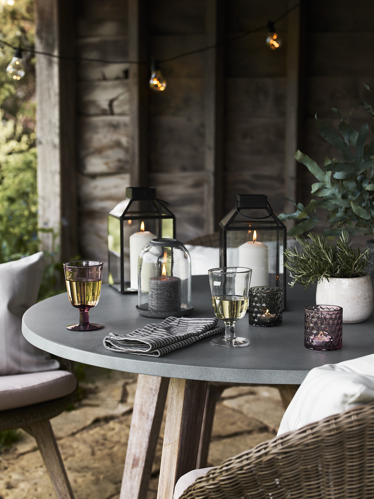A simple, more informal tablescape works for outdoor gatherings